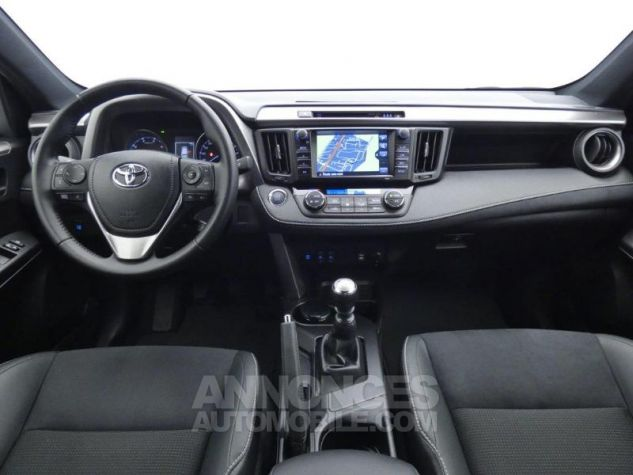 Toyota RAV4 143 D-4D Design 2WD ROUGE POURPRE Occasion - 3