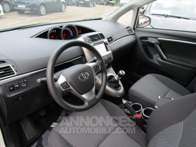Toyota VERSO 112 D-4D Dynamic 5 places Blanc Occasion - 8