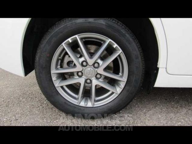 Toyota VERSO 112 D-4D FAP Feel 5 places Blanc Occasion - 12