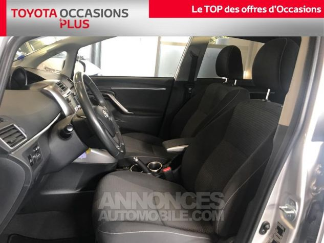 Toyota VERSO 112 D-4D FAP Feel SkyView 5 places Gris Clair Occasion - 12