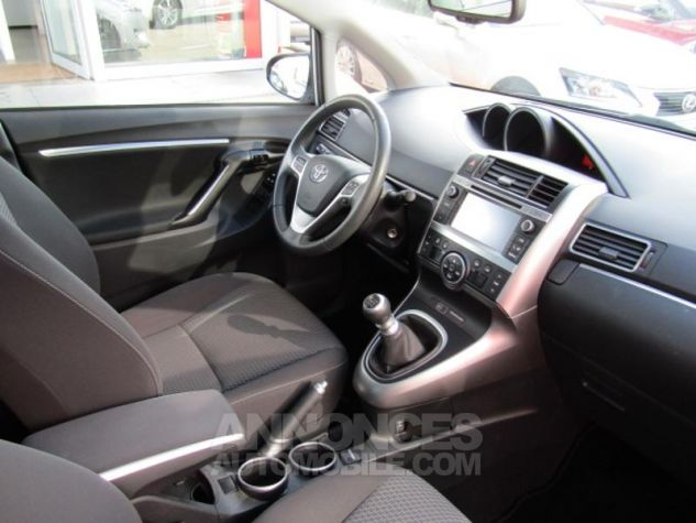 Toyota VERSO 112 D-4D FAP Feel SkyView 5 places Gris Clair Métallisé Occasion - 6