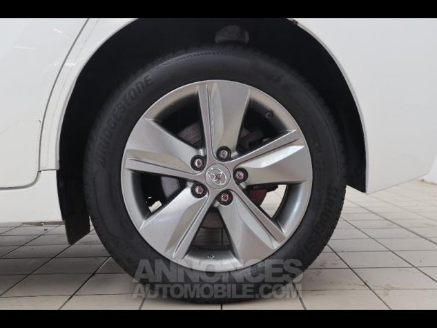 Toyota VERSO 112 D-4D SkyView 5 places BLANC Occasion - 17