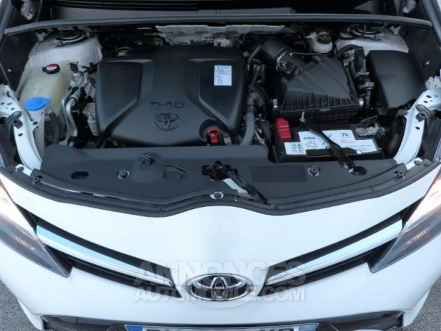 Toyota VERSO 112 D-4D SkyView 5 places BLANC NACRE Occasion - 13