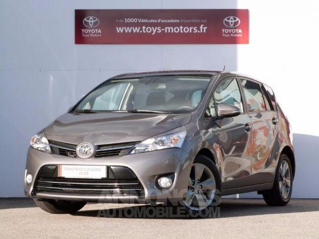 Toyota VERSO 112 D-4D SkyView 7 places GRIS MOYEN Occasion - 0