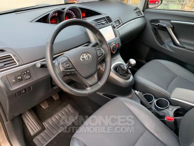 Toyota VERSO 132 VVT-i Design GRIS DUNE Occasion - 16