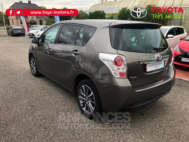 Toyota VERSO 132 VVT-i Design GRIS DUNE Occasion - 3