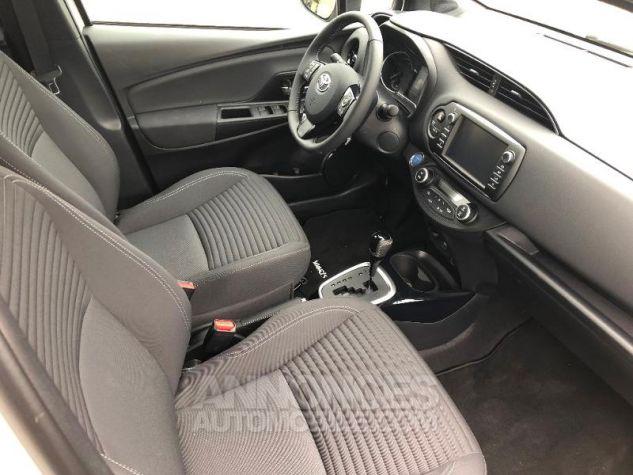 Toyota YARIS 100h Collection 5p RC18 2NS BI TON BLANC NAC Neuf - 7