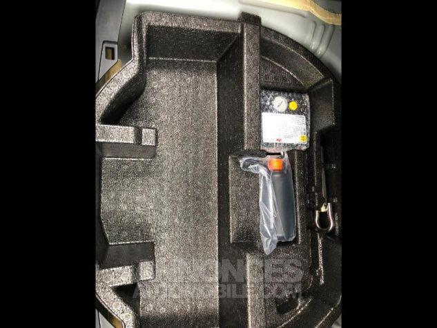 Toyota YARIS 100h Collection 5p RC18 2NS BI TON BLANC NAC Neuf - 10