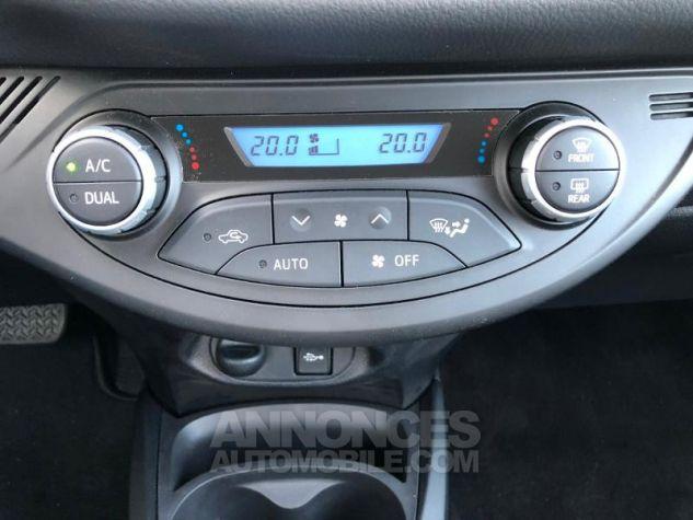 Toyota YARIS 100h Dynamic 5p RC18 BLEU NEBULA Occasion - 9