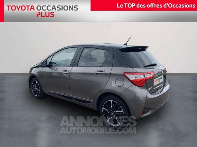 Toyota YARIS 110 VVT-i Collection 5p Gris Dune Occasion - 1