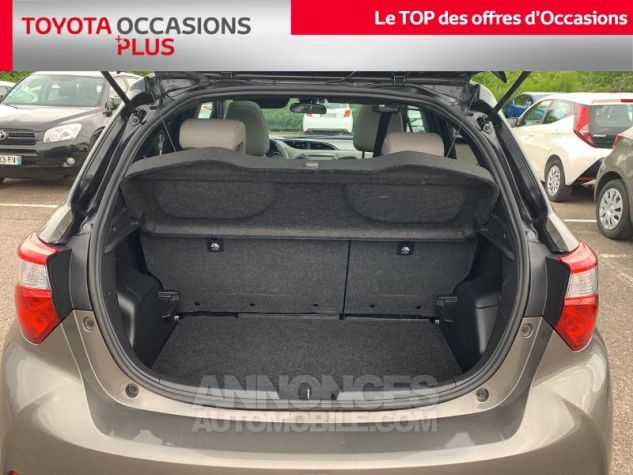 Toyota YARIS 110 VVT-i Collection 5p Gris Dune Occasion - 14