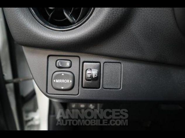Toyota YARIS 110 VVT-i Design 5p RC18 BI TON BLANC NACRE   NOIR Occasion - 9