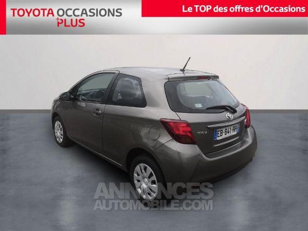 Toyota YARIS 69 VVT-i France 3p Gris Clair Métallisé Occasion - 1