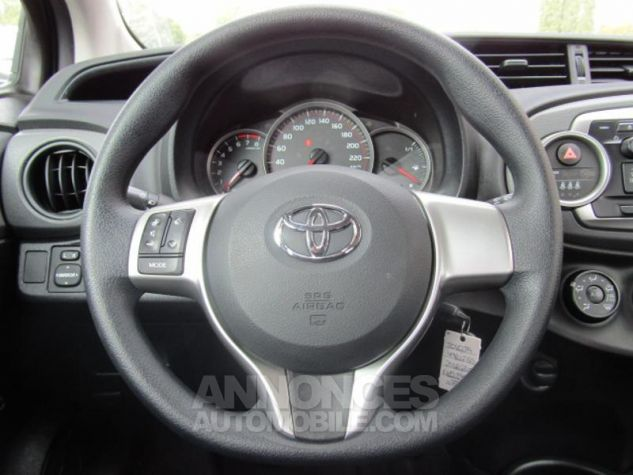 Toyota YARIS 69 VVT-i Tendance 5p Pourpre Occasion - 3