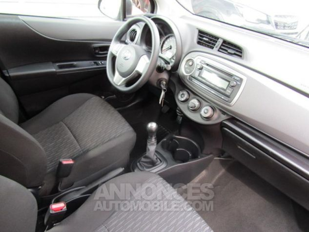 Toyota YARIS 69 VVT-i Tendance 5p Pourpre Occasion - 9