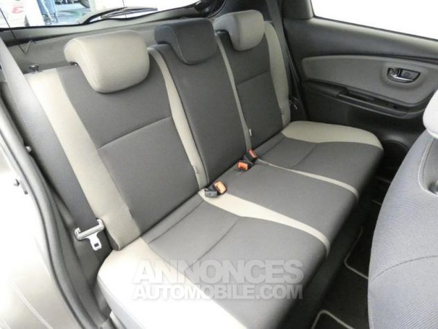 Toyota YARIS HSD 100h Collection 5p GRIS MOYEN Occasion - 5