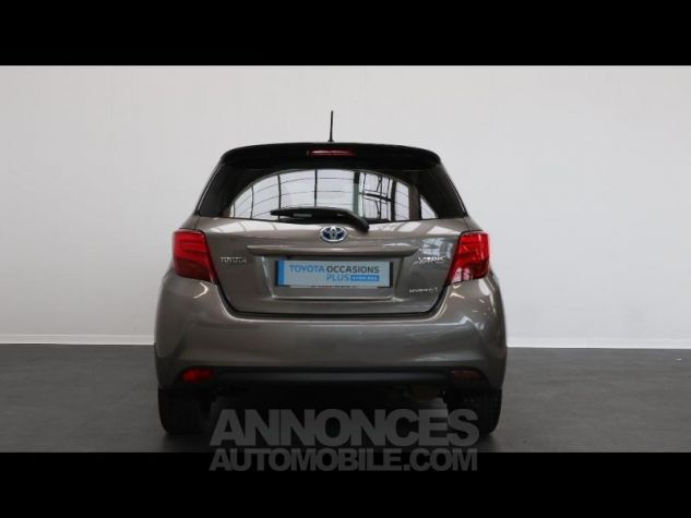 Toyota YARIS HSD 100h Collection 5p GRIS DUNE Occasion - 5