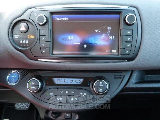 Toyota YARIS HSD 100h Dynamic 5p GRIS DUNE Occasion - 10