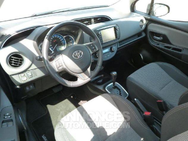 Toyota YARIS HSD 100h Dynamic 5p GRIS DUNE Occasion - 16