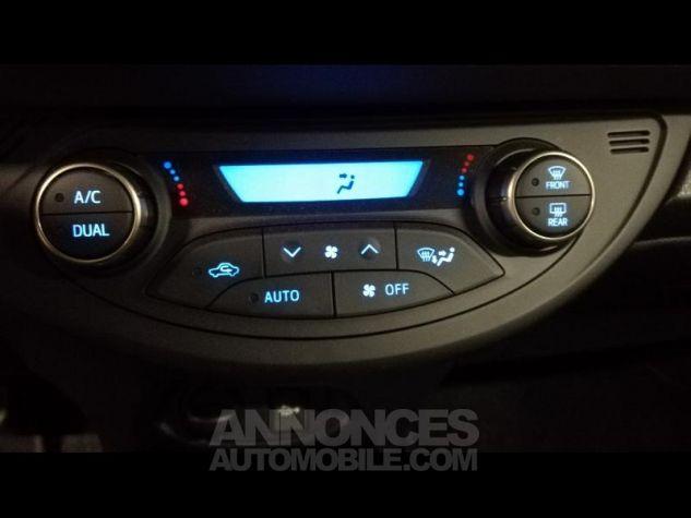 Toyota YARIS HSD 100h Dynamic 5p Gris Occasion - 12