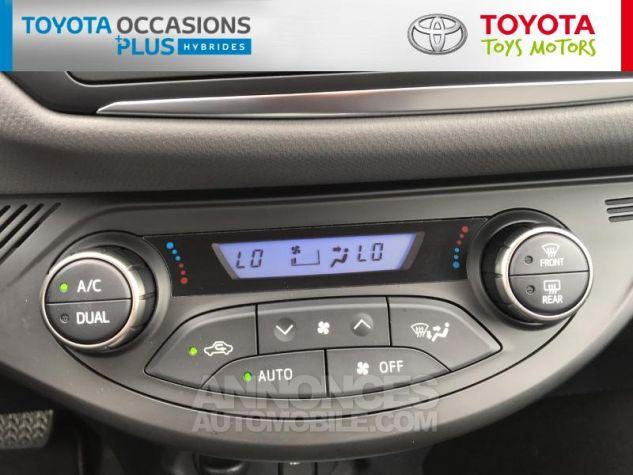 Toyota YARIS HSD 100h Dynamic 5p Gris Clair Occasion - 10