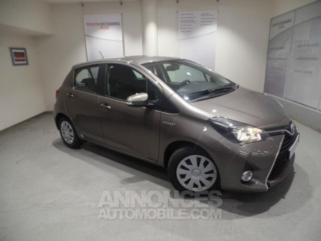 Toyota YARIS HSD 100h Dynamic 5p GRIS Occasion - 0