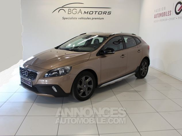 Volvo V40 CROSS COUNTRY D2 115CH START&STOP MOMENTUM Bronze Occasion - 0