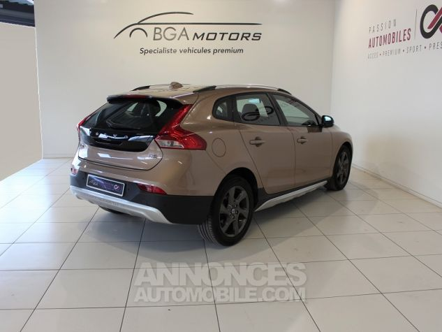 Volvo V40 CROSS COUNTRY D2 115CH START&STOP MOMENTUM Bronze Occasion - 1