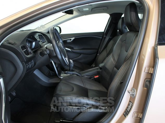 Volvo V40 CROSS COUNTRY D2 115CH START&STOP MOMENTUM Bronze Occasion - 4