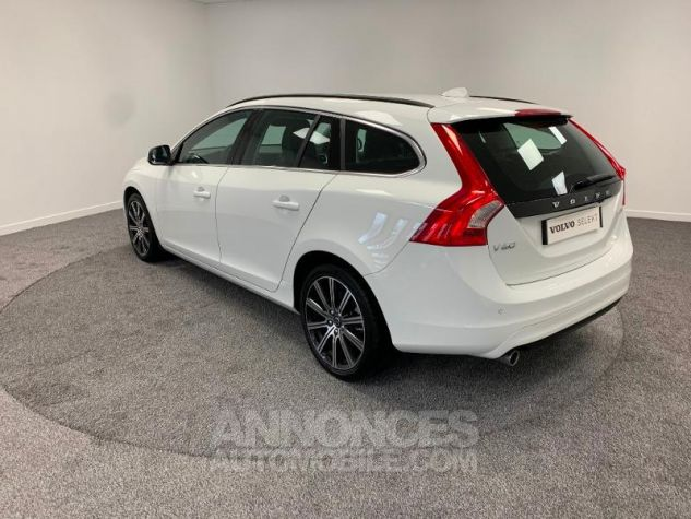 Volvo V60 D3 150ch  Blanc Glace 614 Occasion - 10
