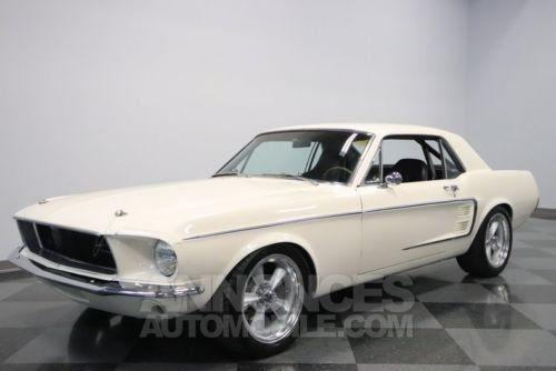 ford mustang 1967 blanc occasion paris 75 paris n 3928906 annonces automobile. Black Bedroom Furniture Sets. Home Design Ideas