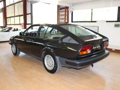 Alfa Romeo ALFETTA GTV 2.0 - <small></small> 15.800 € <small>TTC</small>