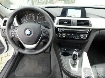 BMW Série 3 318 d Touring - <small></small> 29.590 € <small>TTC</small> - #11