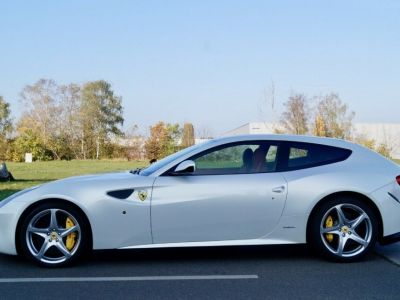 Ferrari FF Ferrari FF V12 6.3 660ch GPS/ 4X4 / Garantie 12 MOIS Livré TTC - <small></small> 99.999 € <small>TTC</small> - #4