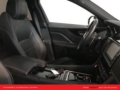 Jaguar F-Pace 2.0D 180CH R-SPORT 4X4 BVA8 - <small></small> 45.900 € <small>TTC</small>