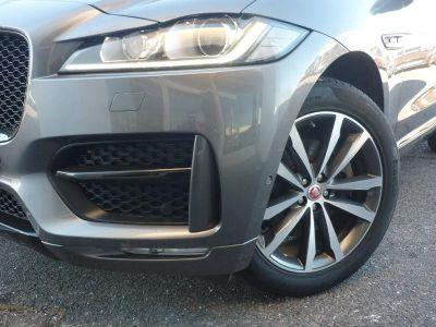 Jaguar F-Pace V6 3.0D 300ch R-Sport 4x4 BVA8 - <small></small> 49.900 € <small>TTC</small>