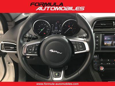 Jaguar F-Pace V6 3.0D 300CH R-SPORT 4X4 BVA8 - <small></small> 54.900 € <small>TTC</small>
