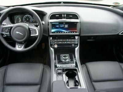 Jaguar XE 2.0 D 180 R SPORT BVA - <small></small> 29.490 € <small>TTC</small>