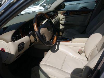 Jaguar XJ6 3.0 V6 CLASSIQUE BA - <small></small> 10.990 € <small>TTC</small>
