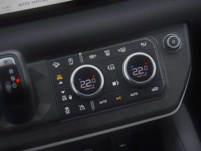Land Rover Defender | 110 | 240D | S | SURROUND | CARPLAY - <small></small> 62.950 € <small>TTC</small> - #21