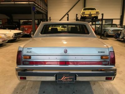 Lincoln Town Car 4.6 V8 SEDAN - <small></small> 9.900 € <small>TTC</small> - #9