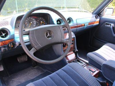 Mercedes 280 CE (C123) - <small></small> 14.900 € <small>TTC</small>