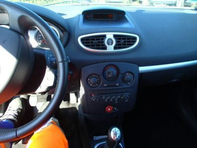 Renault CLIO Dynamique - <small></small> 6.490 € <small>TTC</small>