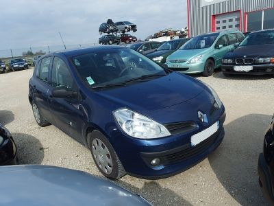 Renault Clio III 1.5 DCI 70CH COMMUNITY 5P - <small></small> 3.490 € <small>TTC</small>
