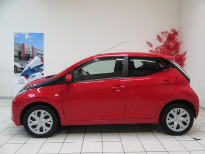 Toyota AYGO 1.0 VVT-i 69ch x-red 5p - <small></small> 9.290 € <small>TTC</small>