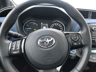 Toyota YARIS 100h Collection 5p RC18 - <small></small> 19.490 € <small>TTC</small>