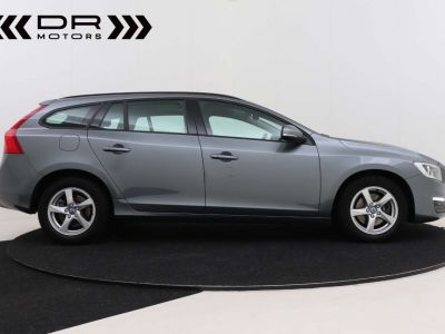 Volvo V60 2.0 D2 Kinetic Geartronic - <small></small> 17.395 € <small>TTC</small> - #14
