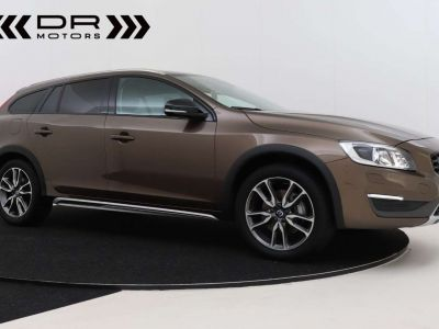 Volvo V60 Cross Country 2.0 D3 Summum - <small></small> 21.995 € <small>TTC</small> - #2