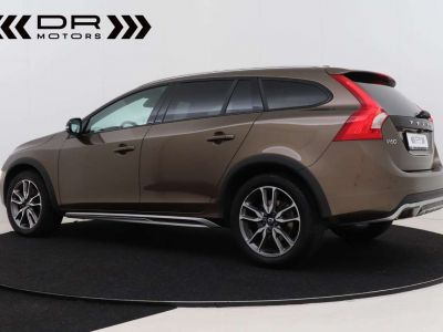 Volvo V60 Cross Country 2.0 D3 Summum - <small></small> 21.995 € <small>TTC</small> - #3