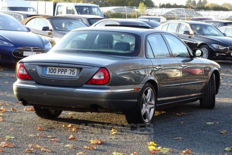 Jaguar XJ R 4.2i V8 Suralimenté - BVA R 2003 BERLINE . PHASE 1 - <small></small> 21.750 € <small>TTC</small> - #2